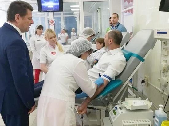 Губернатора Оренбургской области раскритиковали за фото без маски