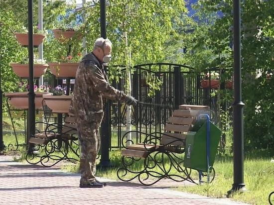 В Ханымее парки и скверы обрабатывают от комаров и мошек