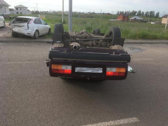 В Тамбове «семерка» врезалась в припаркованный «Форд»
