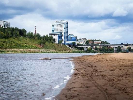 На пляже Кирова дежурят спасатели, но купаться не разрешают