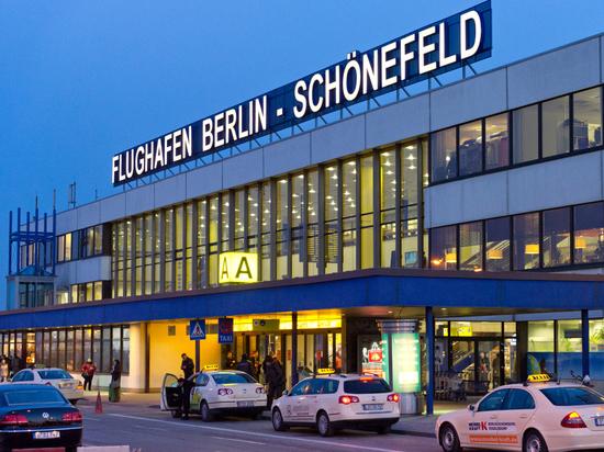 Германия: Аэропорты Берлина возобновили работу