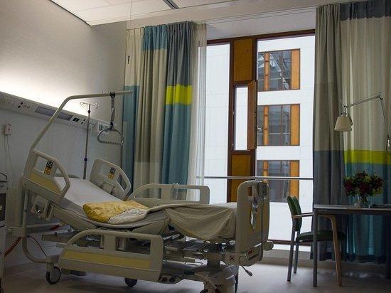 Житель Оренбурга сорвался с карниза третьего этажа