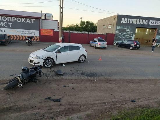 В Бузулуке мотоциклист столкнулся с автомобилем и попал в больницу