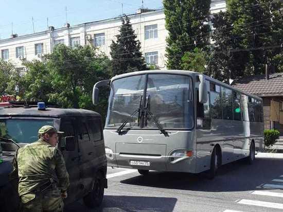 В Каспийске военные перекрыли въезды и выезды из города