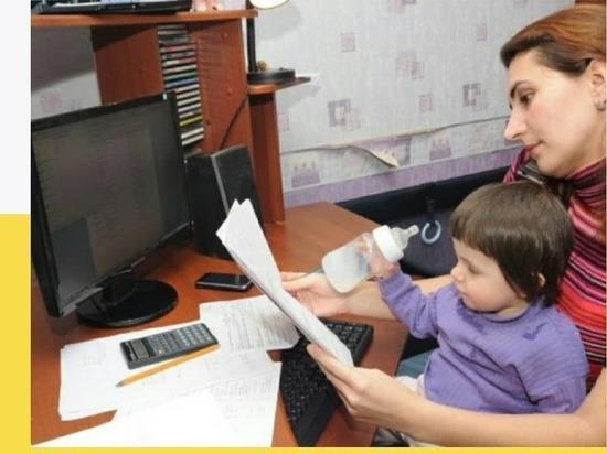 Безработным родителям Серпухова назначили пособие