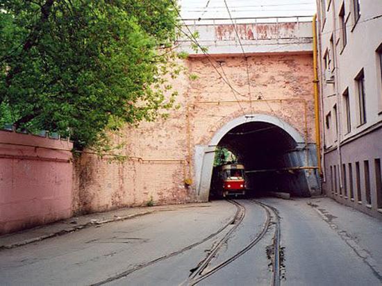 Историческую кирпичную кладку арки заменят современными материалами