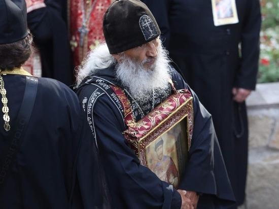 Скандальный схиигумен Сергий предложил брать захваченный им монастырь штурмом