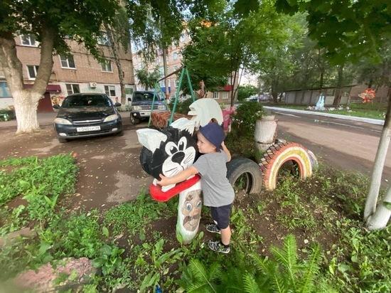 Жители Оренбуржья сами украшают дворы