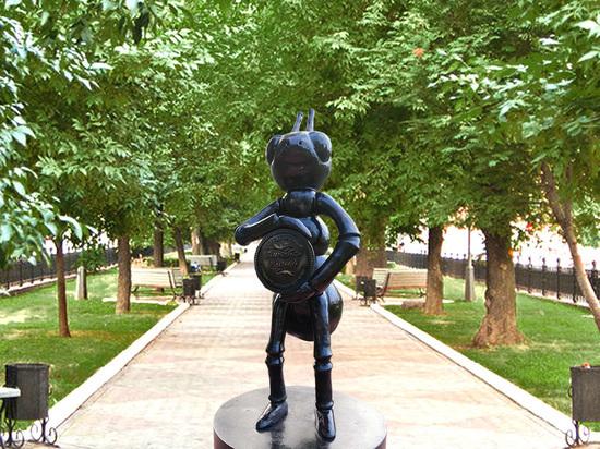 Памятник мурашинскому Муравью вернулся на своё место