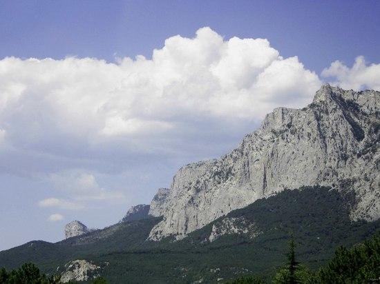 Со скалы под Ялтой сорвался альпинист