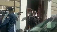 Михаила Ефремова забрали из дома на допрос: видео