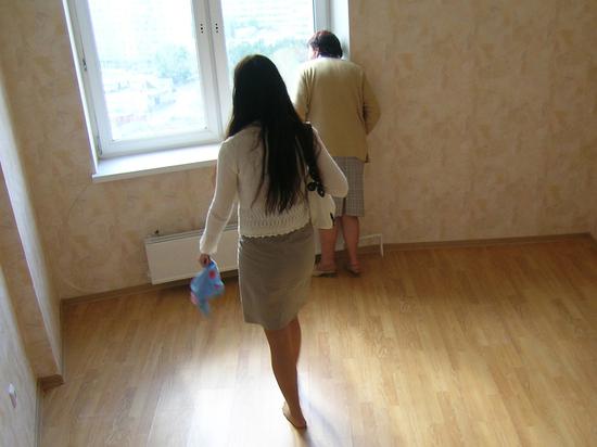 Россияне ринулись снимать комнаты в складчину: денег на жилье нет