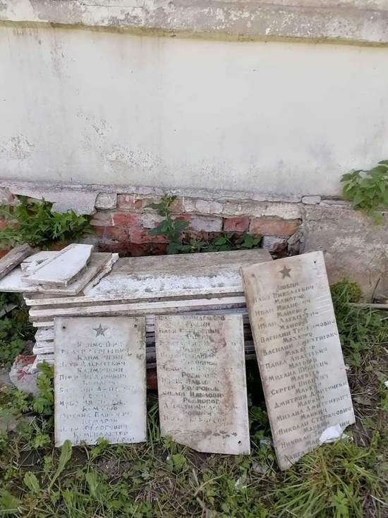 Ульяновские власти отреагировали на инцидент с мемориальными плитами