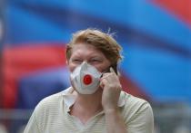 В жару вметро всегда было трудно, ав этом году еще приходится носить маску