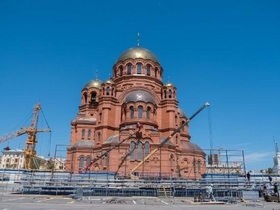 На площади Павших Борцов в Волгограде демонтируют гранитные трибуны