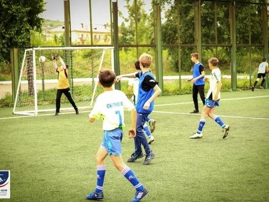 Дети-сироты в Чите смогут бесплатно заниматься футболом