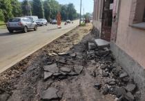 Буераки в центре Пскова: как на Завеличье ремонтируют остановку