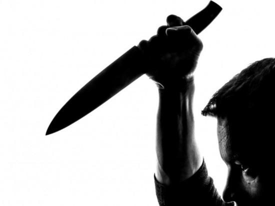 В Омске ревнивец зарезал любовника жены на глазах у людей