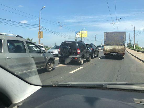 В Твери на «Южном» мосту скопилась пробка из-за ДТП