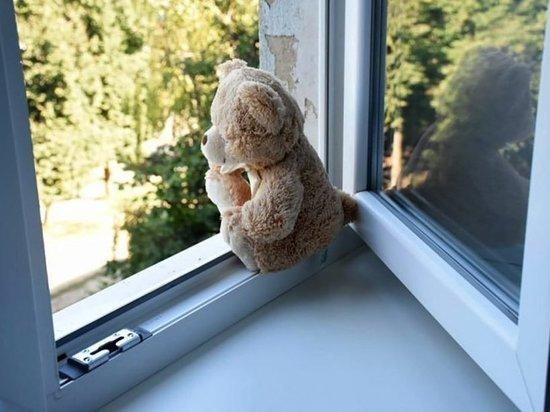 В Калуге ребенок пяти лет выпал из окна