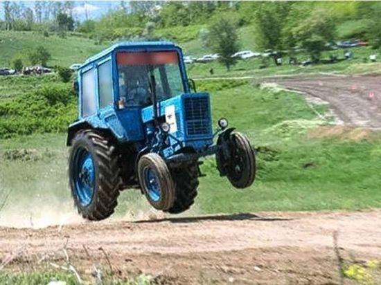 Куряне, поехавшие за водкой на тракторе, получат по 2,5 года колонии