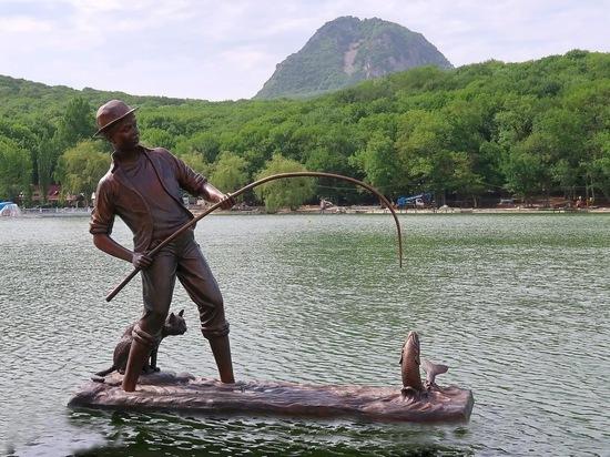 «Кот рыболов» поселился на озере в Железноводске