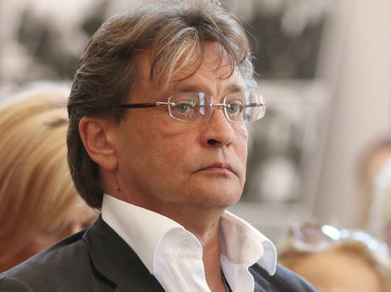Домогаров поддержал Ефремова, отказавшись выходить на сцену
