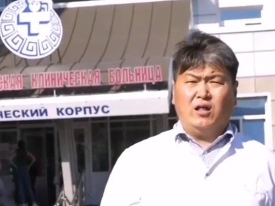 В Улан-Удэ детский хирург с чувством спел гимн медицинских работников