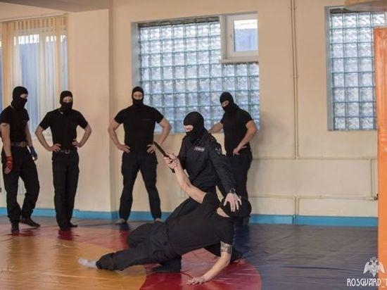 В Туле ОМОН Росгвардии зовет мужчин на должности бойца и водителя