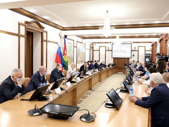 Губернатор Кубани предложил наградить медалями всех медиков, боровшихся с коронавирусом
