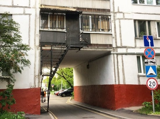 В Москве обнаружились балконы с «самоизоляционными» лестницами