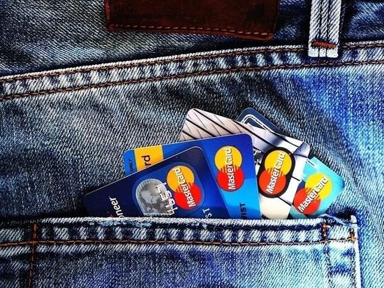 Более 600 тысяч «подарили» банковским мошенникам великолучанки