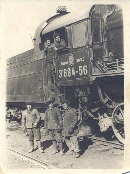 О трудовых подвигах железнодорожников Энгельса в пору военного лихолетья мы уже рассказывали своим читателям
