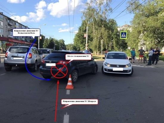 Пожилая женщина и двое грудных детей пострадали в Костроме в ходе ДТП