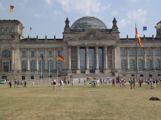 """В Бундестаге призвали Меркель отказаться от """"Северного потока-2"""""""