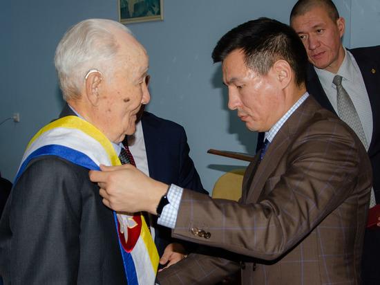 В Калмыкии ветераны войны стали почетными гражданами республики
