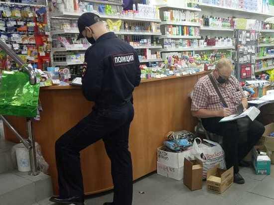 Хабаровский продавец сбежал от полицейских из-за отсутствия маски