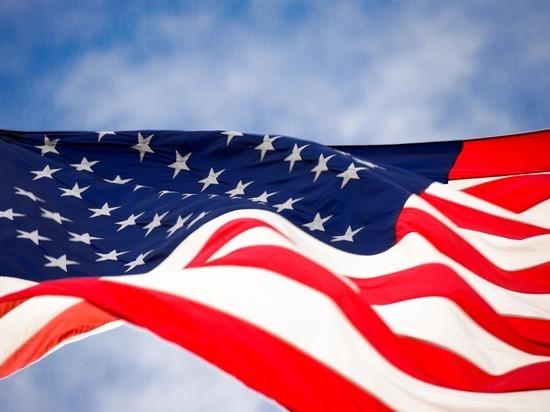 Трамп предложил сажать на год в тюрьму за поджог флага США