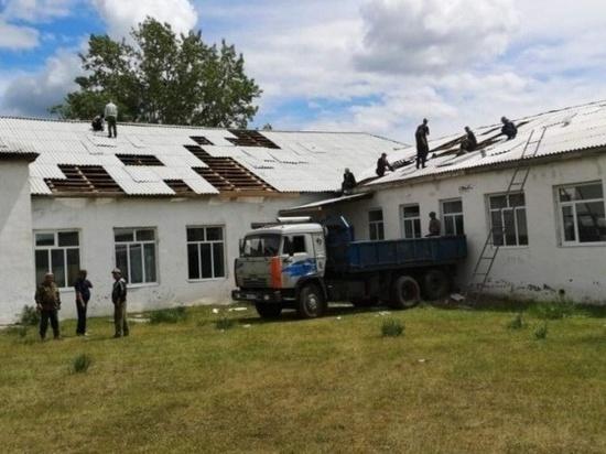В Бурятии со школы в селе ветром сорвало и повредило 250 листов шифера