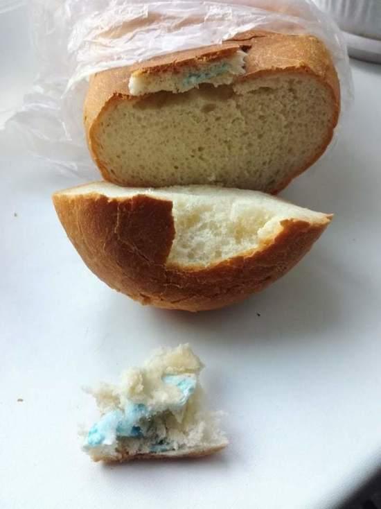 Жители Ростова нашли в хлебе медицинскую маску