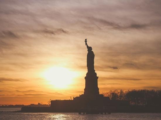 Трамп введет ограничения на рабочие визы в США