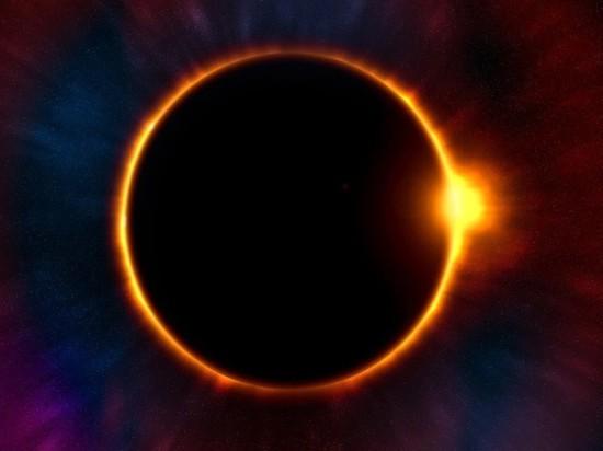 Над Землей идет редкое кольцеобразное солнечное затмение