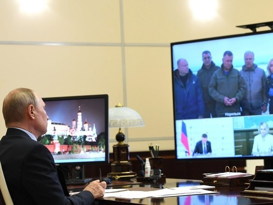 """Путин: жизнь чиновников проходит в """"стеклянной комнате"""""""
