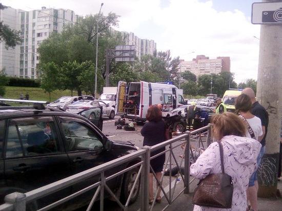Водитель Audi погиб в массовом ДТП на проспекте Стачек