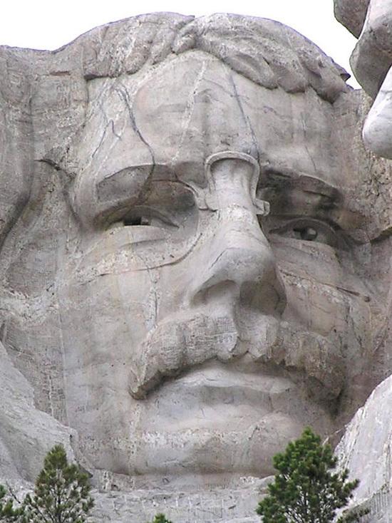 В Нью-Йорке собрались снести памятник экс-президенту Теодору Рузвельту