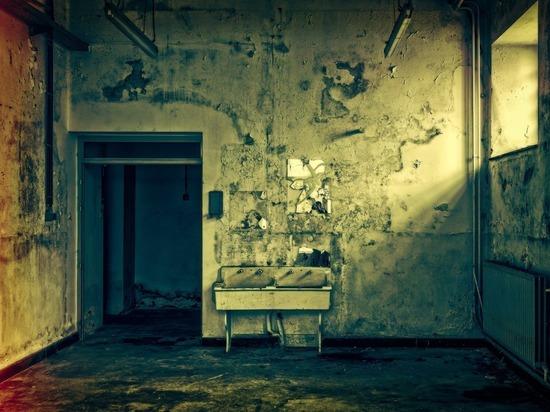 Капли крови на полу вывели жильцов общежития на труп