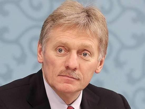 Песков рассказал, что за портрет три года лежит в кабинете Путина