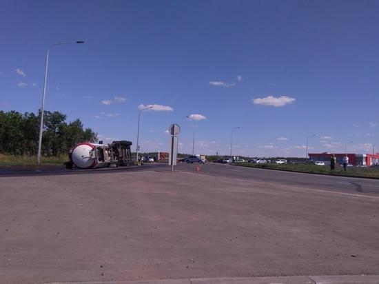 В  Оренбурге перевернувшаяся цистерна спровоцировала пробку