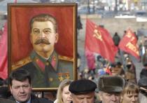 Пожилой москвич погиб, вешая в подъезде портрет Сталина