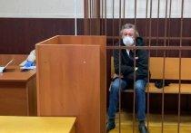 Я сейчас непопулярную вещь скажу: отстаньте, пожалуйста, от Михаила Ефремова с попытками оправдания, обвинения и «человеческими» версиями трагедии